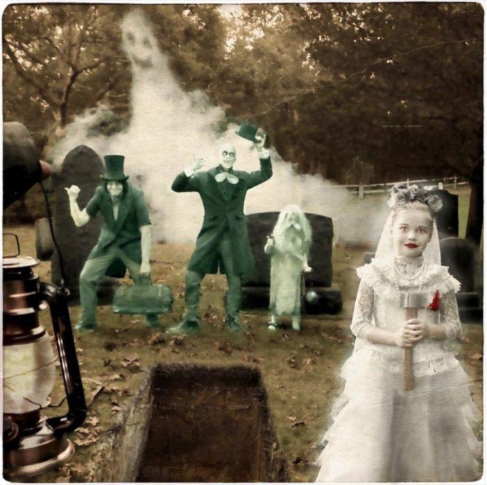 Hijos de Neil Patric Harry disfrazados como fantasmas