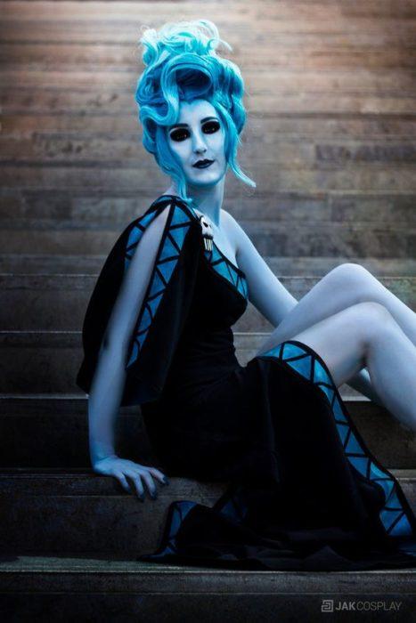 Chica cono disfraz de Hades, Hércules