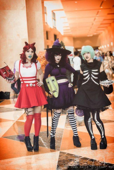 Grupo de amigos disfrazados como lso personajes de El extraño mundo de Jack