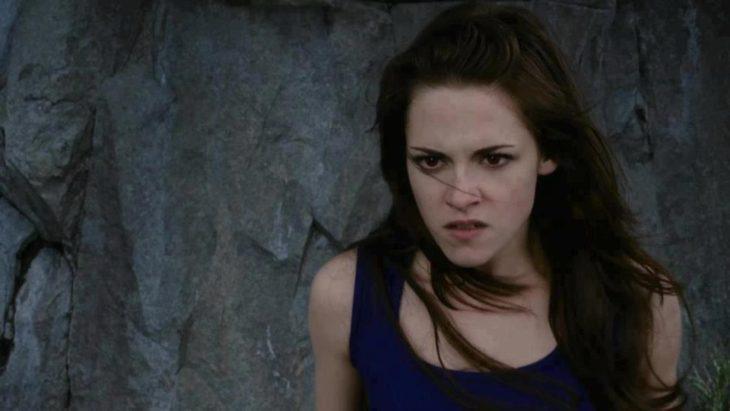 Escena película Crepúsculo Amanecer parte 2. Bella enojada mirando a Jacob