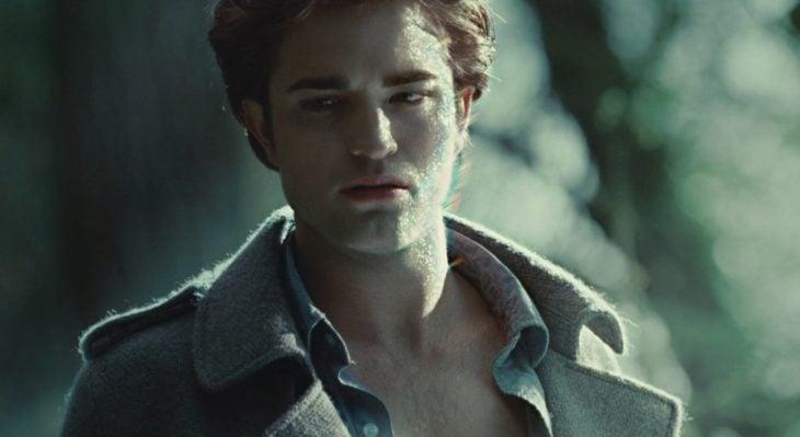 Edward Cullen brillando cuando le enseñó su cuerpo a Bella Swan