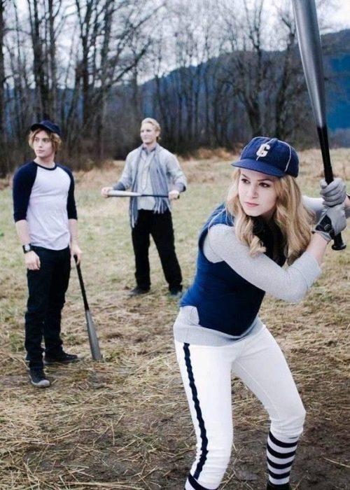 Familia Cullen jugando al Béisbol