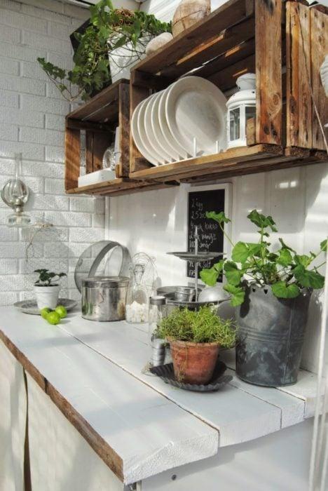 Porta platos elaborado con rejas de madera natural