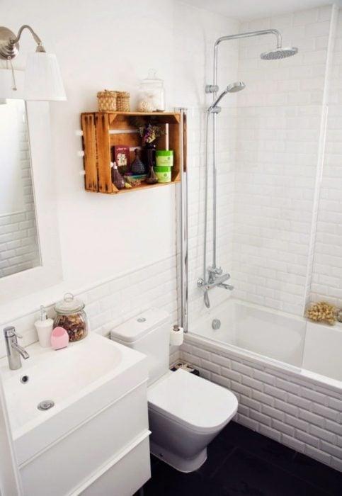 Mueble para balo elaborado con reja de madera barnizada
