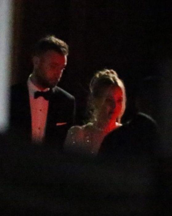Jennifer Lawrence saliendo se su boda junto a su nuevo esposo