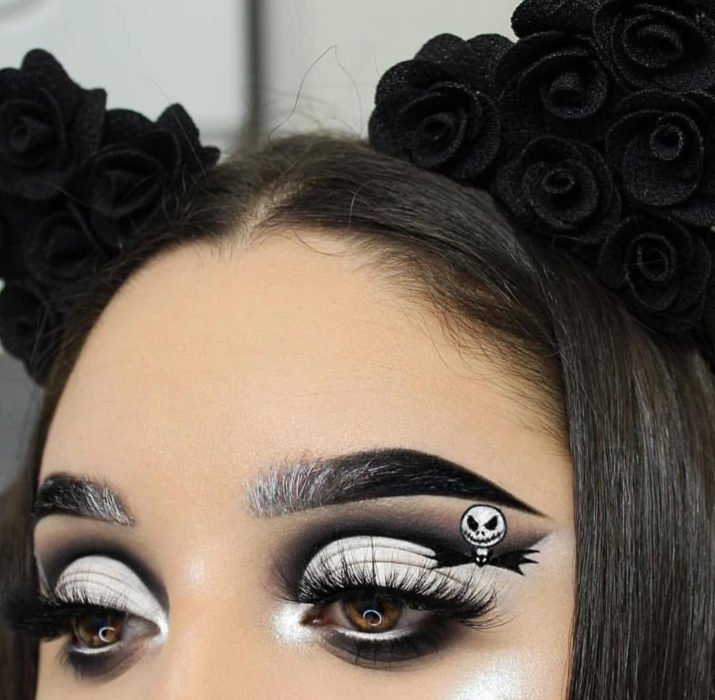 Maquillaje de ojos de Halloween; sombra negra con blanco de Jack Skellington de Pesadilla antes de Navidad