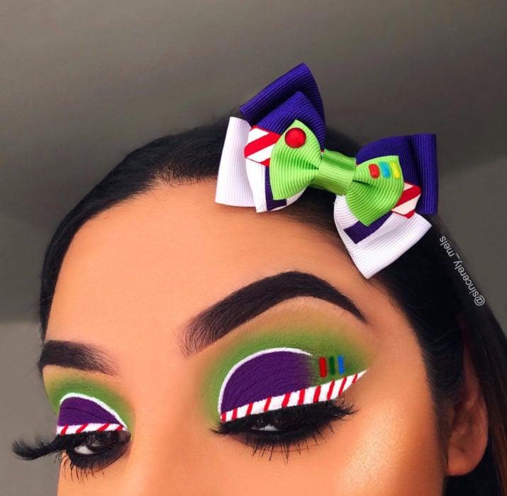 Maquillaje de ojos de Halloween; sombra morada y verde de Buzz Ligthyear de Toy Story