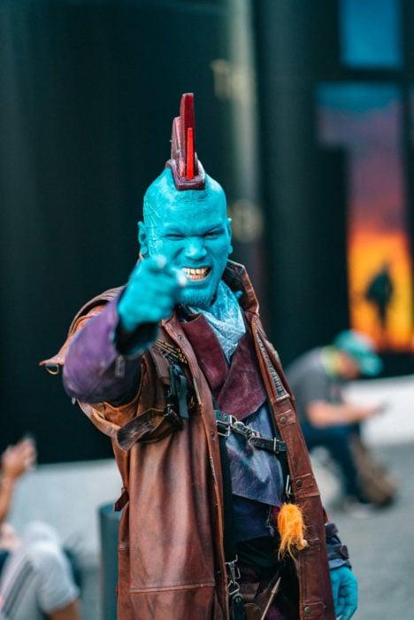 Hombre disfrazado de Yondu en New York Comic Con 2019
