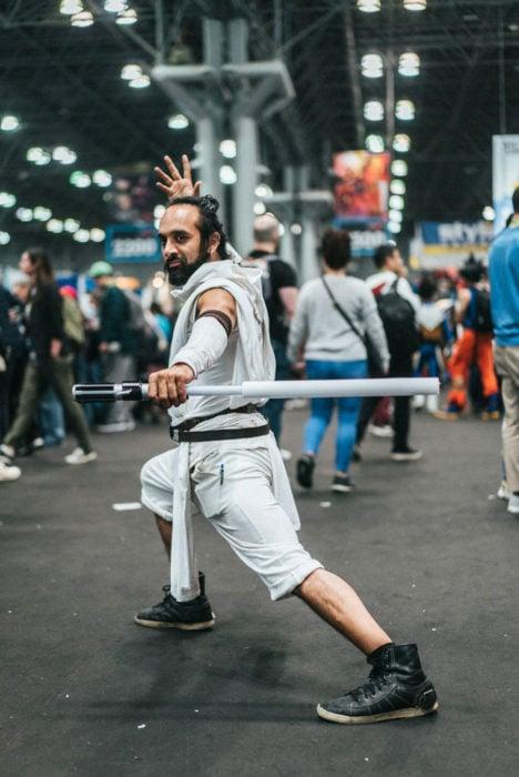 Chico disfrazado como personaje de Star Wars en New York Comic Con 2019