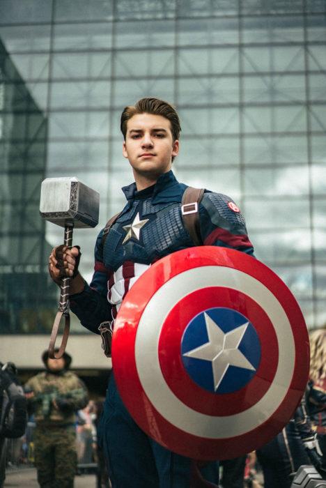 Chico disfrazado como Steve Rogers en New York Comic Con 2019