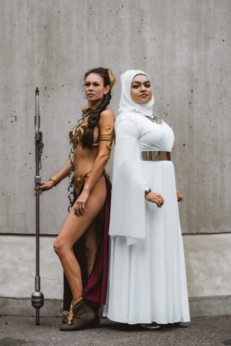 Chicas disfrazadas como personajes de Star Wars en New York Comic Con 2019