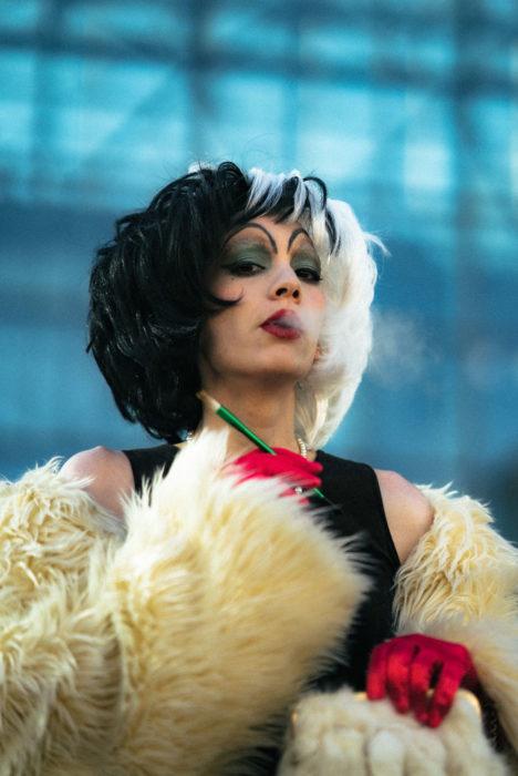 Chica disfrazada como Cruella de Vil en New York Comic Con 2019