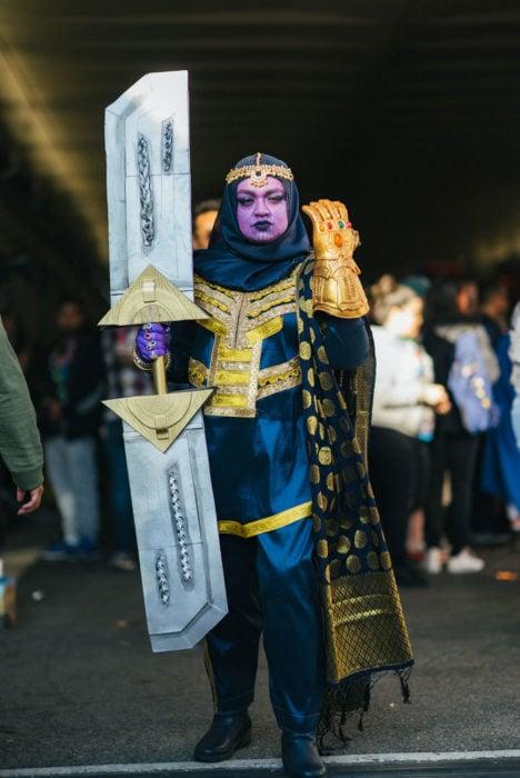 Chica disfrazada como Thanos en New York Comic Con 2019