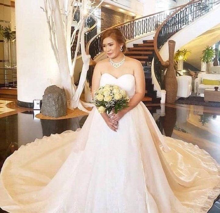 Mhayo con vestido de novia prestado