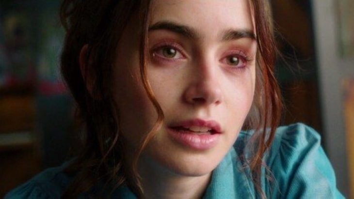Lily Collins llorando en Love Rosie