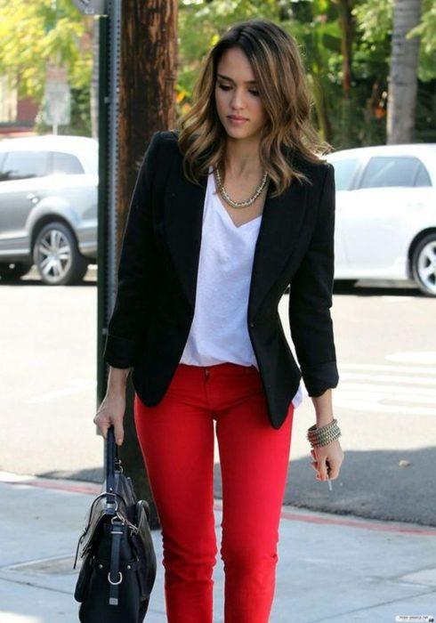 Pantalón color rojo