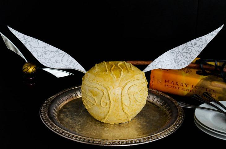 Pastel en forma de una snitch dorada de la película Harry Potter