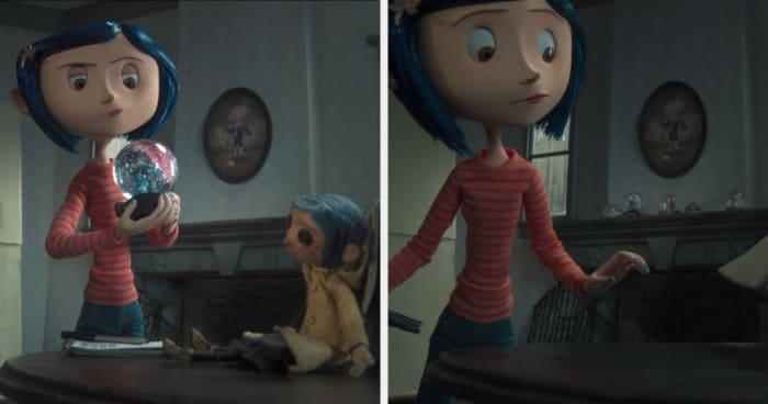 Muñeca de Coraline caminando sola mientras está en la mesa