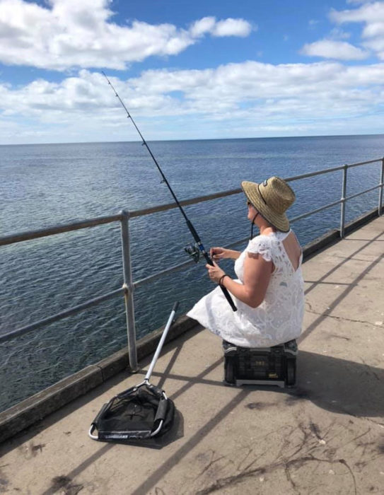 Tammy Hall pescando