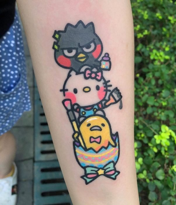 Tatuajes tiernos de Pikka Cool Cool Tattoo; tatuaje kawaii de Hello Kitty, Badlemaru y Gudetama