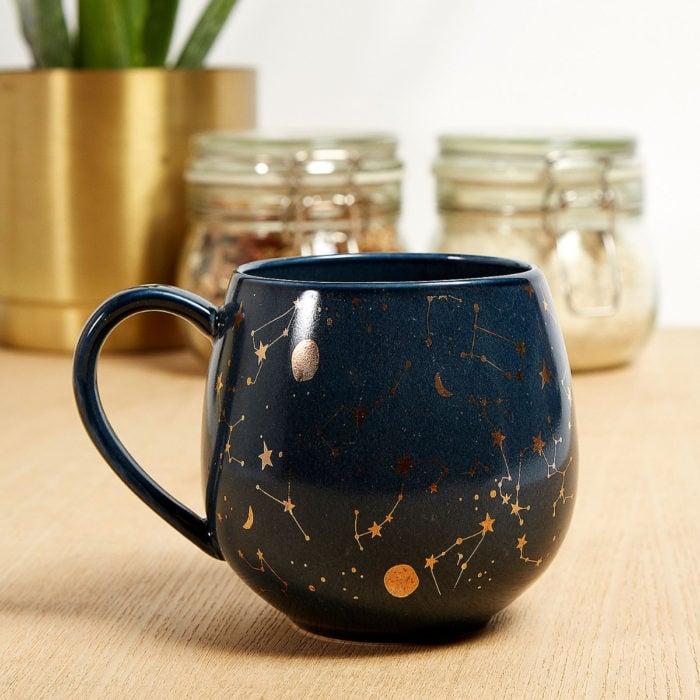 Taza de caldero de bruja, azul con constelaciones del signo del zodiaco