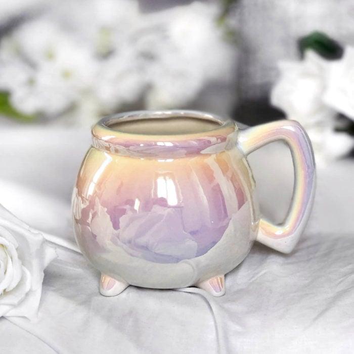 Taza de caldero de bruja, de unicornio color blanco con rosa y lila