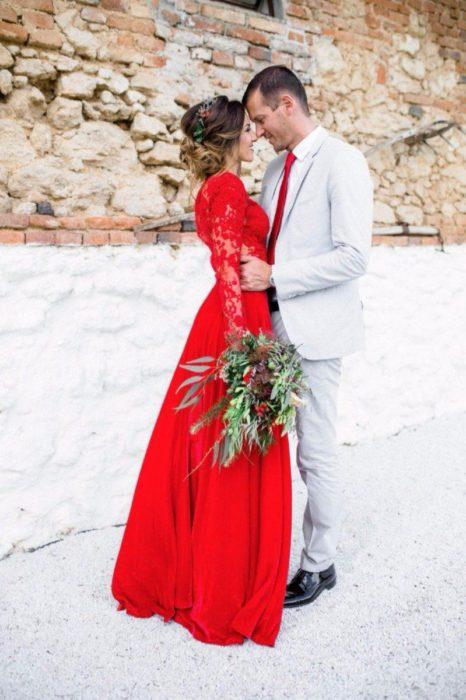 Vestido de novia color rojo