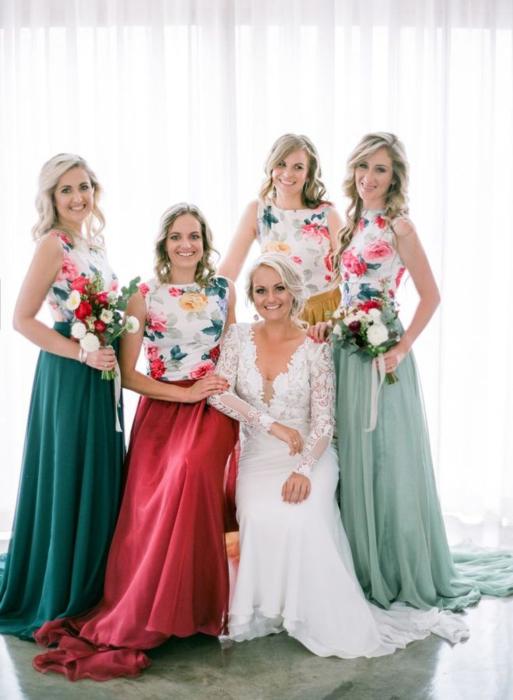 Vestidos de dama de honor con flores y colores