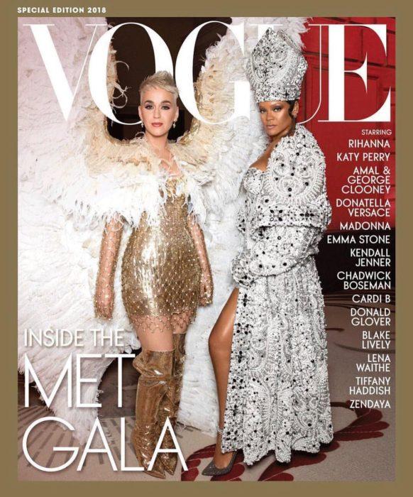 Rihanna en la portada de la revista de moda Vogue edición especial del Met Gala, mayo del 2018 con Katy Perry