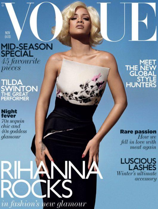 Rihanna en la portada de la revista de moda Vogue Reino Unido, Noviembre del 2011; cantante con el cabello rubio y corto