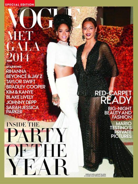 Rihanna en la portada de la revista de moda Vogue edición especial del Met Gala, mayo del 2014, con Beyoncé
