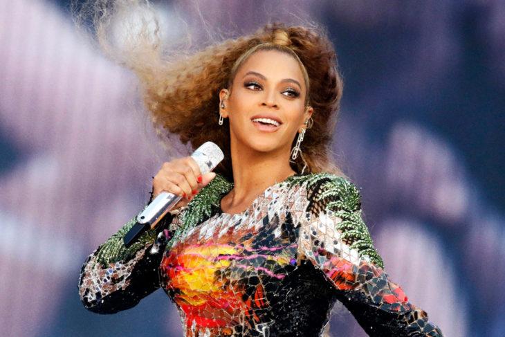 Beyonce Knowles cantando durante un concierto en Alemania