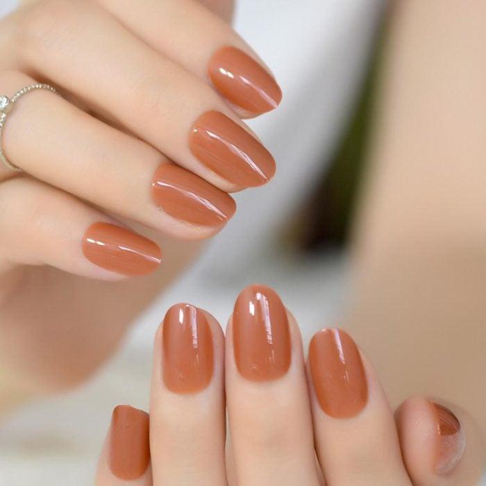 manos pequeñas uñas ovaladas y redondas