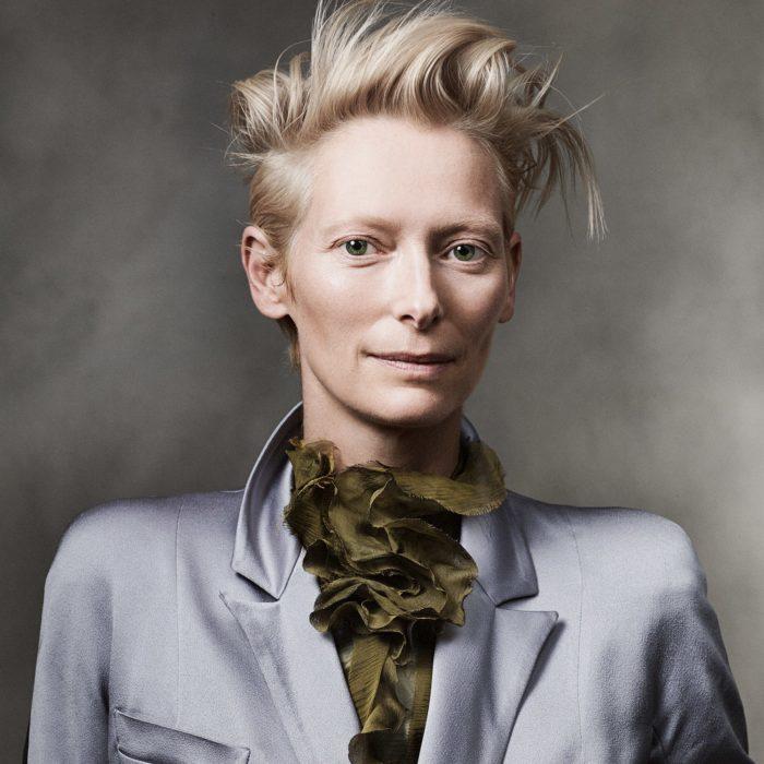 Tilda Swinton posando para un retrato
