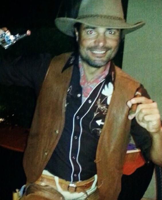 Chayanne disfrazado de vaquero para Halloween