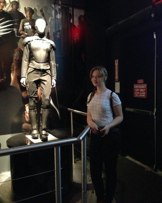 Alexia Maier la doble de Jennifer Lawrence en un museo