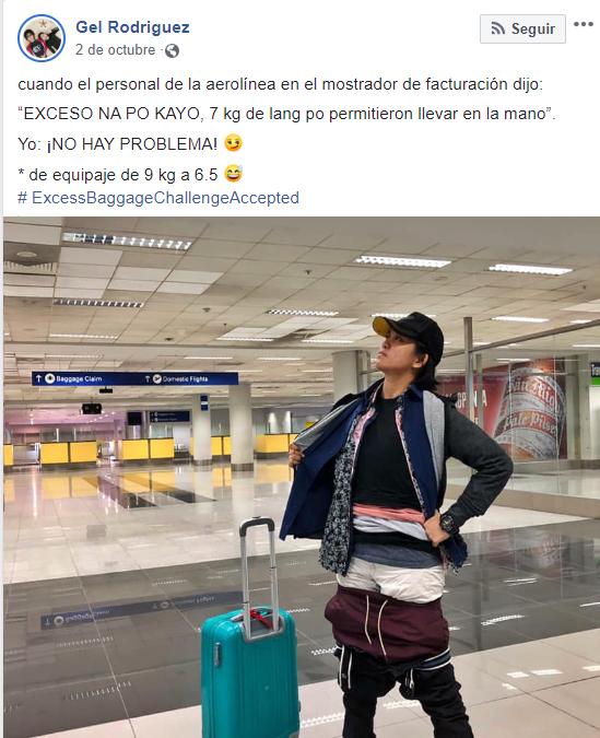 Chica que subió al avión con prendas puestas una sobre otra para no pagar exceso de equipaje