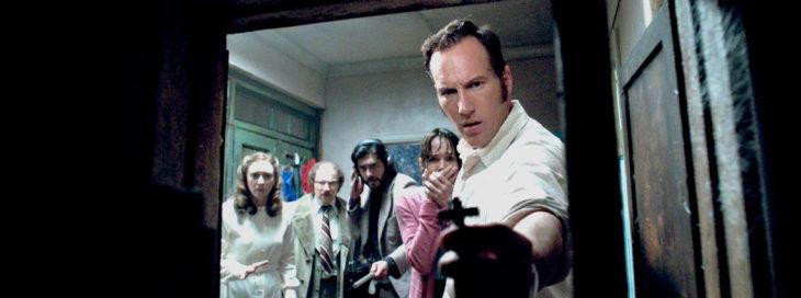 Escena de la película El Conjuro. Esposos Warren haciendo un exorcismo