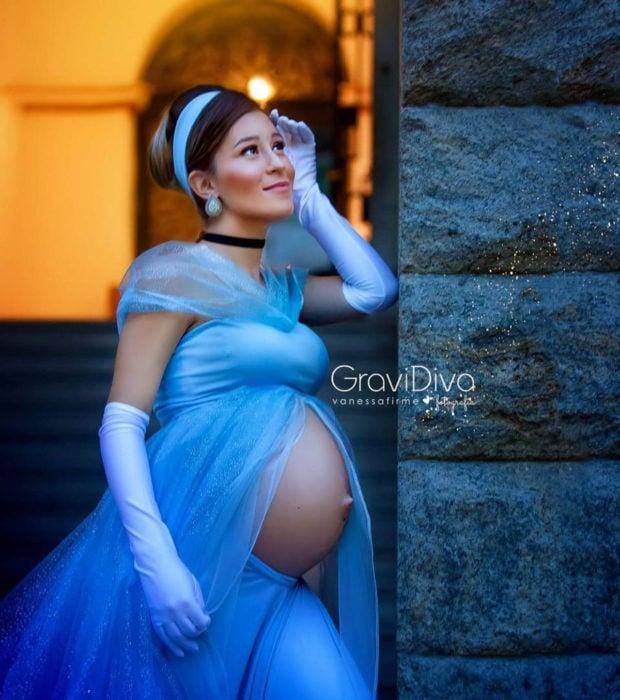 Fotógrafa brasileña Vanessa Firme fotografía mujeres embarazadas disfrazadas de princesas; Cenicienta