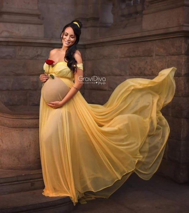 Fotógrafa brasileña Vanessa Firme fotografía mujeres embarazadas disfrazadas de princesas; La Bella y la Bestia