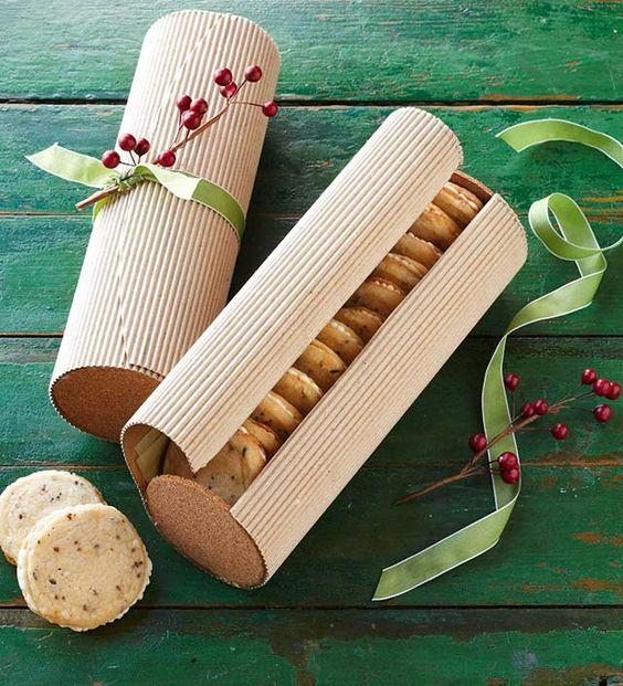 Tubo de galletas decoracon con papel corrugado y listón verde