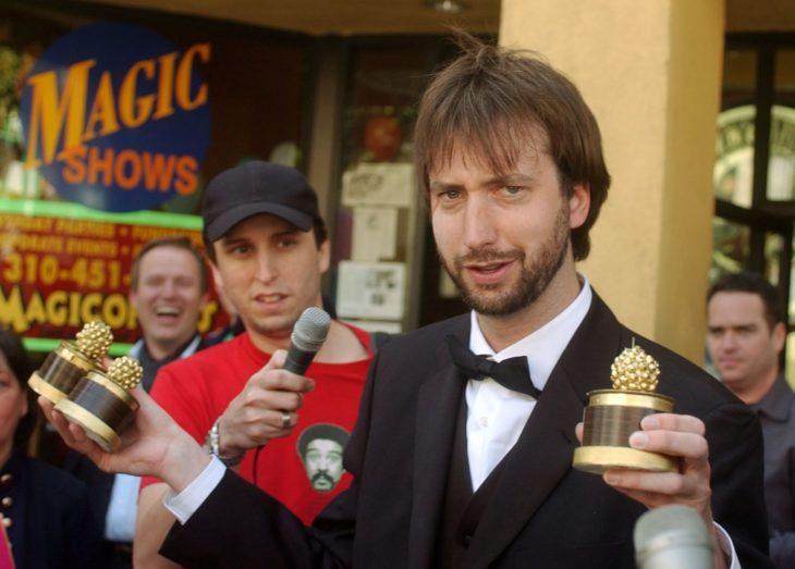 Tom Green recogiendo su premio a lo peor del cine. Premios Razzie.