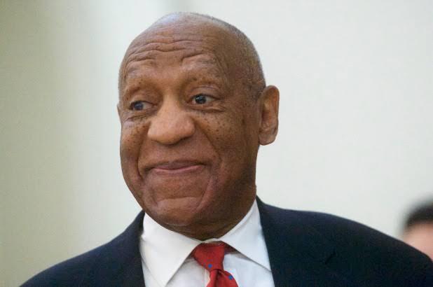 Bill Cosby sonriendo antes de recibir su premio Razzie