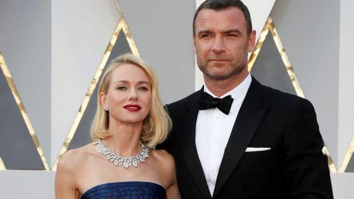 Naomi Watts y Liev Schreiber en la alfombra roja de los premios Óscar