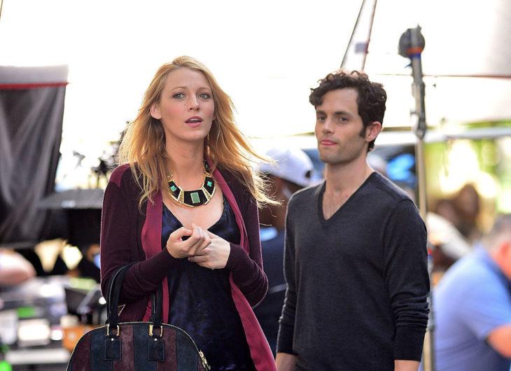 Penn Badgley y Blake Livelyen Gossip Girl como Serena y Dan