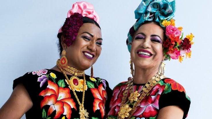 Muxes mexicanas modelando para la portada de Vogue