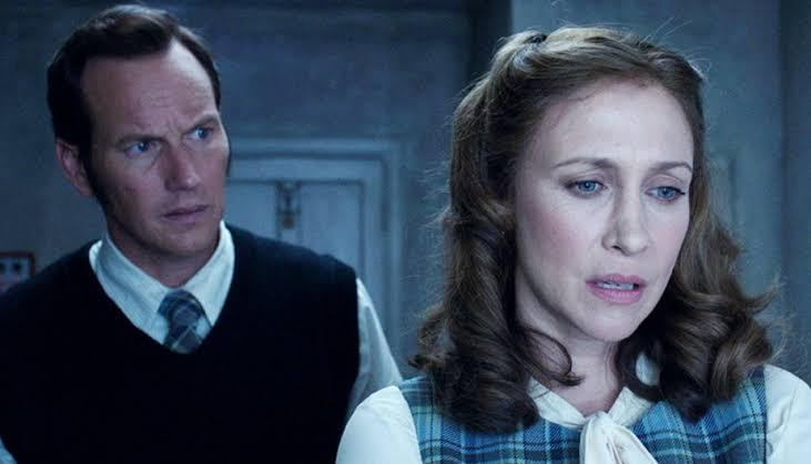 Escena de la película El Conjuro cono los esposo Warren