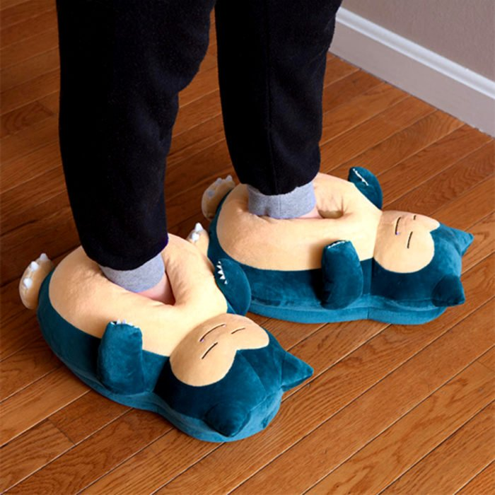 Bonitas pantuflas kawaii; calzado de Snorlax de Pokemon