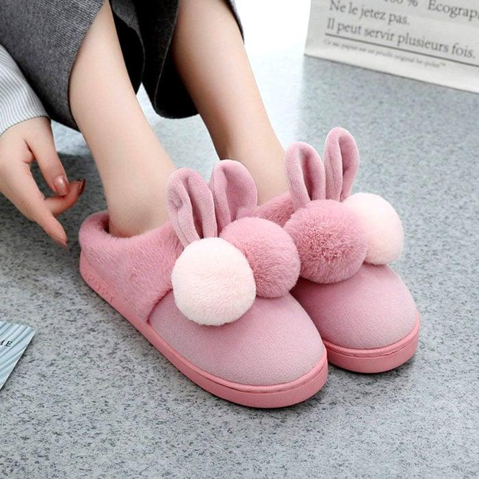 Bonitas pantuflas kawaii; calzado de conejo con orejas