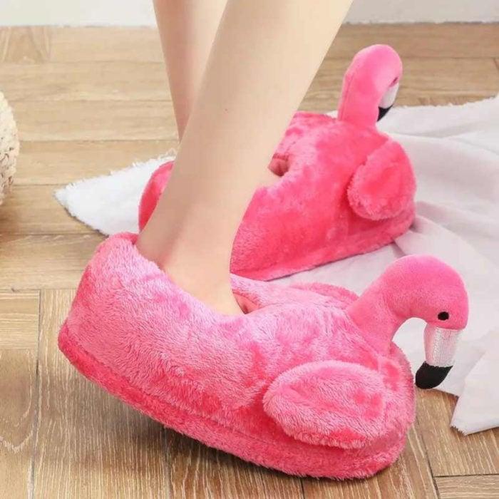 Bonitas pantuflas kawaii; calzado de flamingo